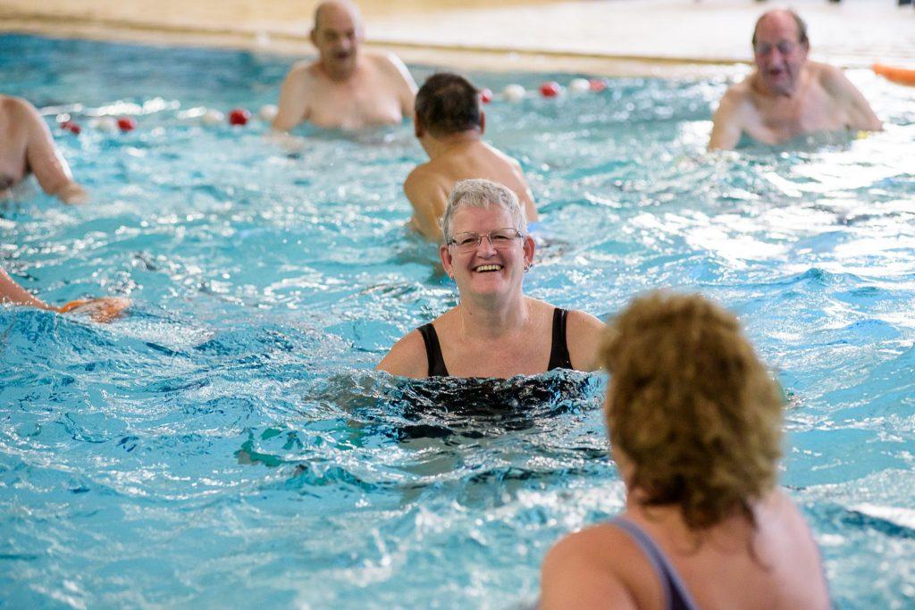 Fonkelnieuw Fifty-fit in Druten - Zwemmen voor en met ouderen Zwembad De XJ-37